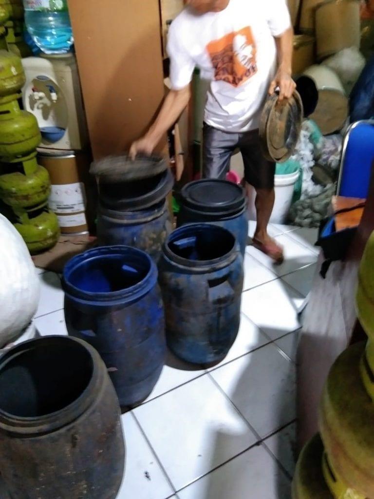 Pemberdayaan Ekonomi Masyarakat dalam Pengelolaan Sampah Organik Rumah Tangga sebagai Solusi Alternatif Sumber Penyediaan Pakan Ikan di Desa Cibeet Kabupaten Bandung (Tahap 2)